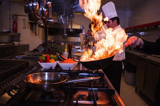 O álcool evapora totalmente quando aquecido ou cozinhado?