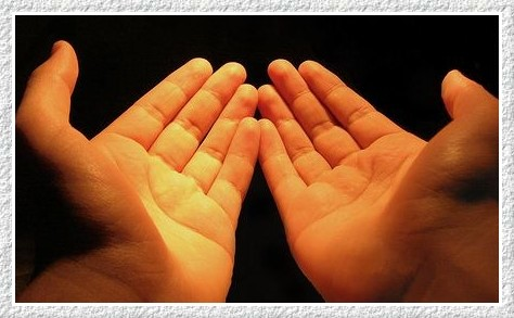 Deve-se Levantar as Mãos Na Súplica após a Oração Obrigatória?