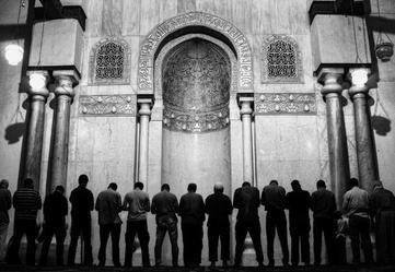 O Servo se Encontra entre as Mãos de Allah